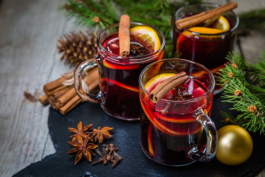 Mulled wine for a winter wedding